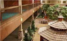 LivINN Hotel Minneapolis North/Fridley - Indoor Courtyard